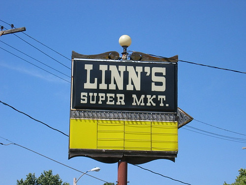 Linn's Super Market<br /> 6th & Douglas