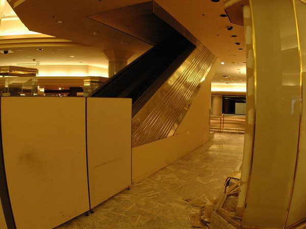 Younkers 1st Floor East   2005<br /> Electric Stairs