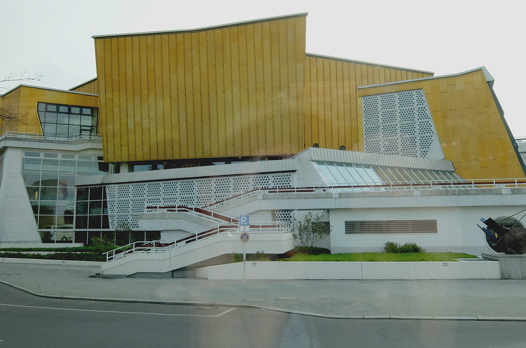 The Berliner Philharmonie. Actually a two-venue facility with connecting lobby, the Philharmonie comprises a Großer Saal of 2,440 seats for orchestral concerts and a chamber-music hall, the Kammermusiksaal, of 1,180 seats.