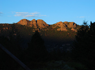 The escarpment overlooking our campsite at Estes Park.