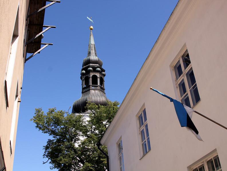 Toompea - The spire of Toomkirik and the Estonian flag in Toom Kooli (street).