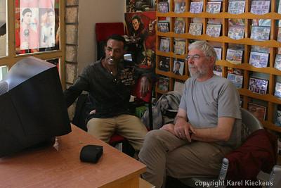 10 Mekele  Aman en ik in zijn shop