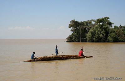 42 Tanameer papyrusboot aan Dek eiland