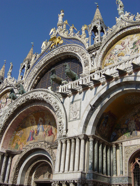 facade of Basilica San Marco<br /> the huge bronze horses on top were stolen from Constantinople during the crusades, then were briefly stolen from here by Napoleon.