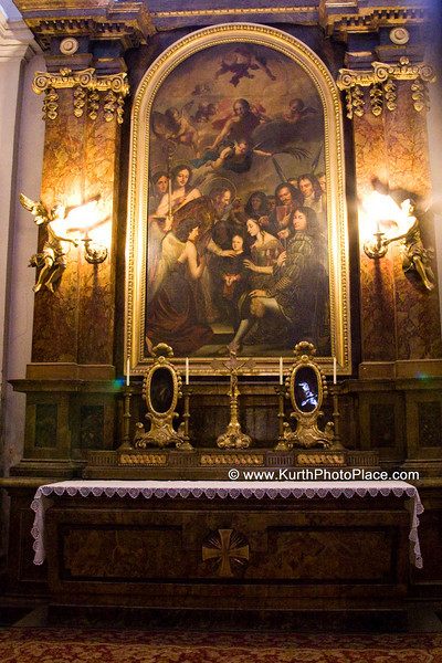 The altarpiece in the northern chapel Adoration of the Child is by Franz Anton Maulbertsch (1754-1755)