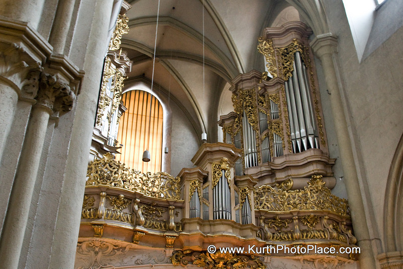 The gilded pipe organ (1714) by Johann David Sieber is the largest Baroque organ in Vienna. It was once played by the 17-year old Joseph Haydn in 1749. Mozarts Requiem was performed for the first time in this church at a memorial service for the composer on 10 December 1791. As Mozart hadnt finished this work at the time of his death, only the existing part was performed. One of those who attended the festive funerary honors was theater director Emanuel Schikaneder whose libretto was used by Mozart for the The Magic Flute.