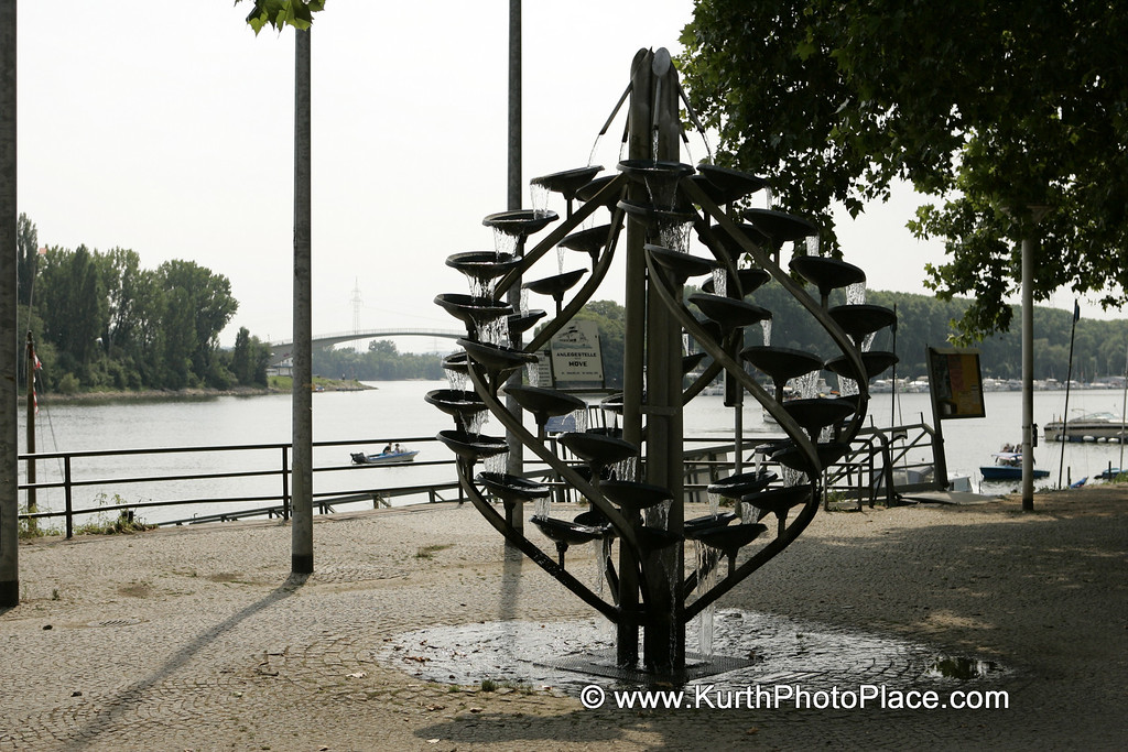 Sculpture in Schierstein Harbor