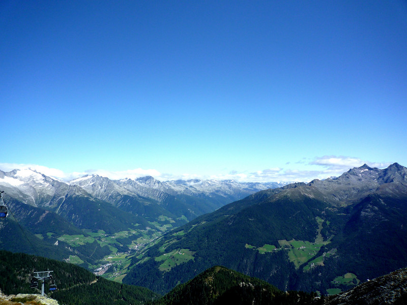 A look down into the valley from 2000 meters!
