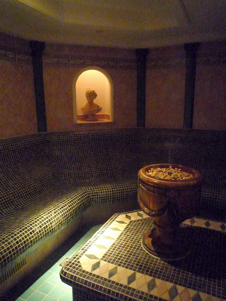 This was the dry sauna which was beautifully tiled in shaded of green and beige.