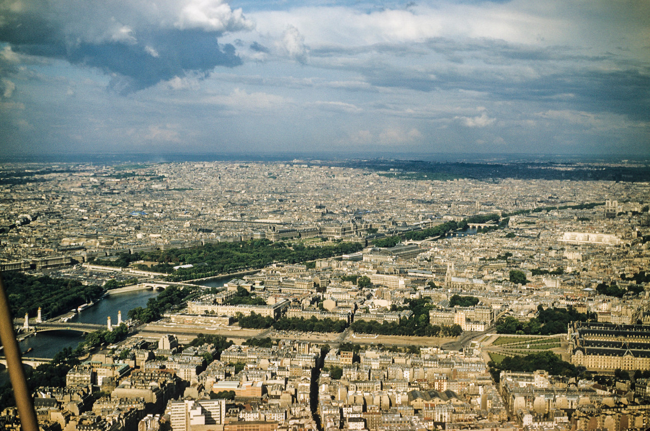 An exercize to test your knowledge of Paris. Name the bridges and the famous structures.
