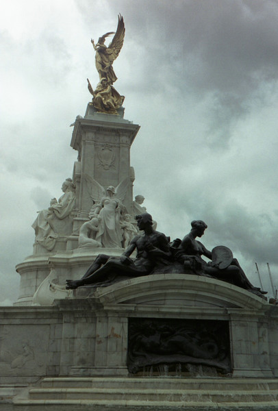 Statue in front of Buckingham Palace.