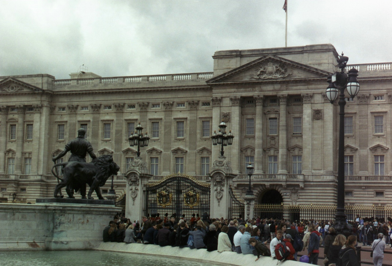 More Buckingham Palace.