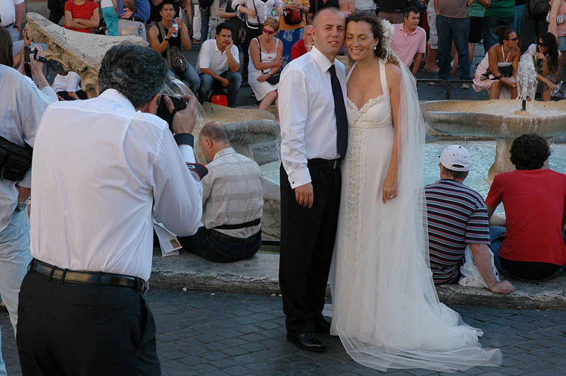 Soon the Bride and Groom shows up at the Spanish Steps.