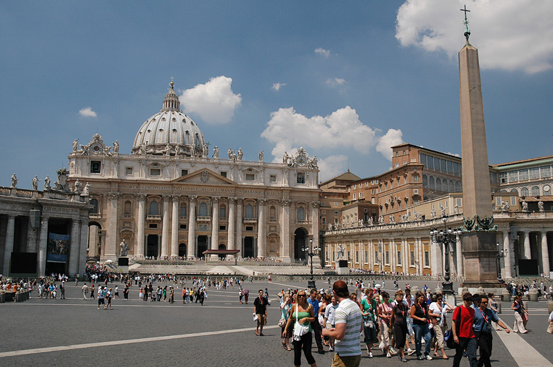 Basilica di San Pietro viewed from Piazza San Pietro