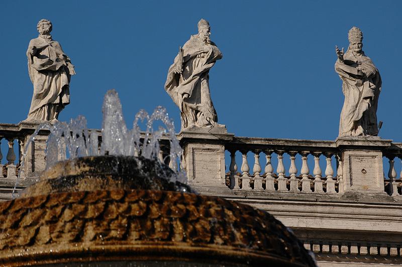 Statues overlooking Piazza San Pietro