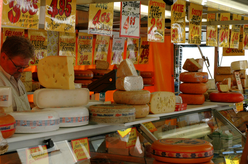 Market days are great for visiting.  I couldn't keep track of all the cheese dealers!