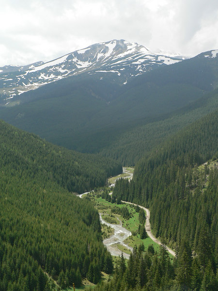 Approaching the Prislop Pass