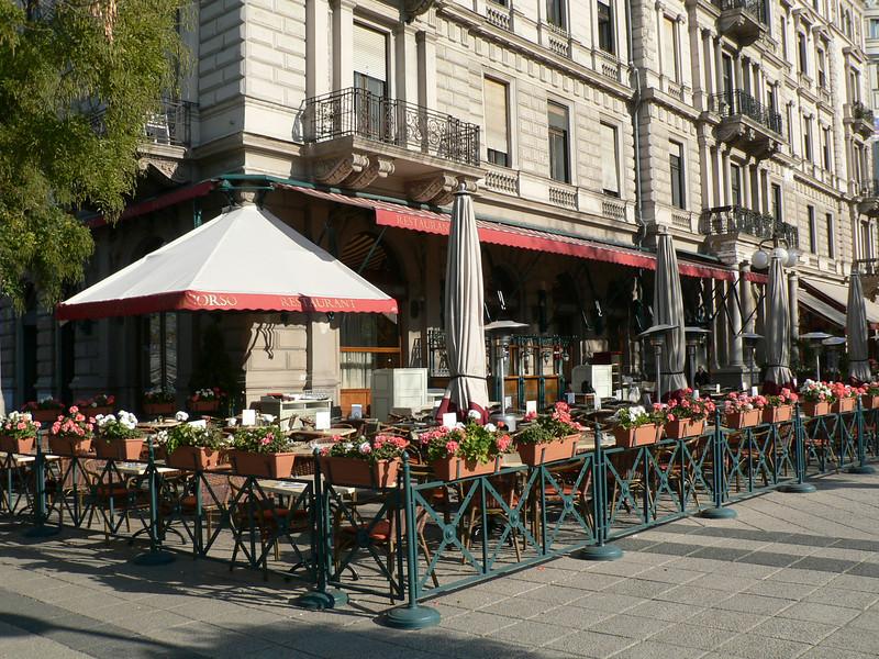 Cafe Duncarlo on the riverfront, Pest side