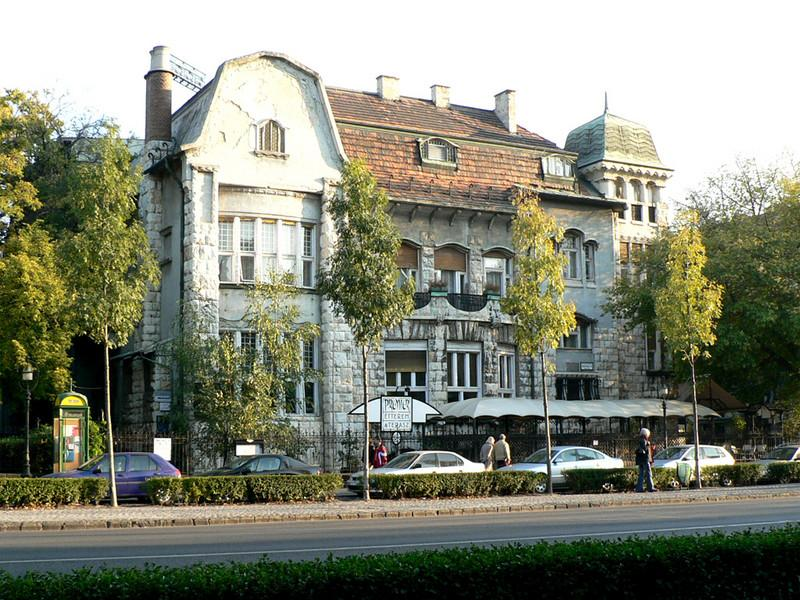 Typical building on Andrassy ut