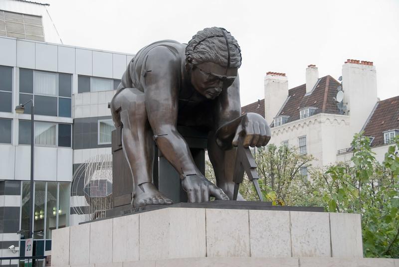 British Library 'Newton' statue