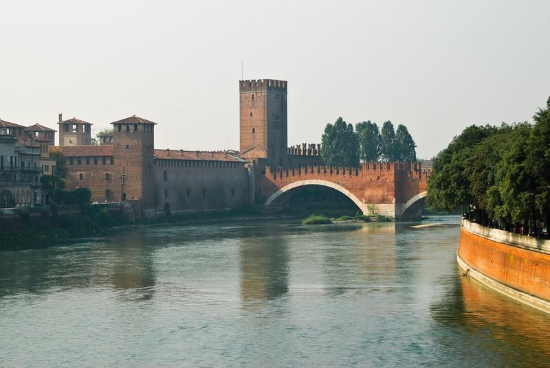 "Castelvecchio & Ponte Scaligero  <a href=""http://en.wikipedia.org/wiki/Castelvecchio_(Verona)"" target=""_blank"">Wikipedia - Castelvecchio</a> <a href=""http://en.wikipedia.org/wiki/Castelvecchio_Bridge"" target=""_blank"">Wikipedia - Ponte Scaligero</a>"