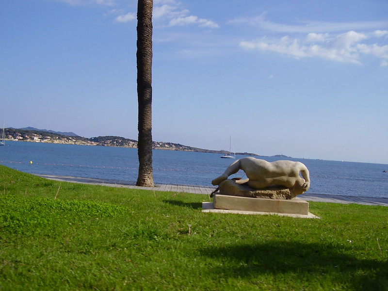 A sculpture on the beach at Bandol.