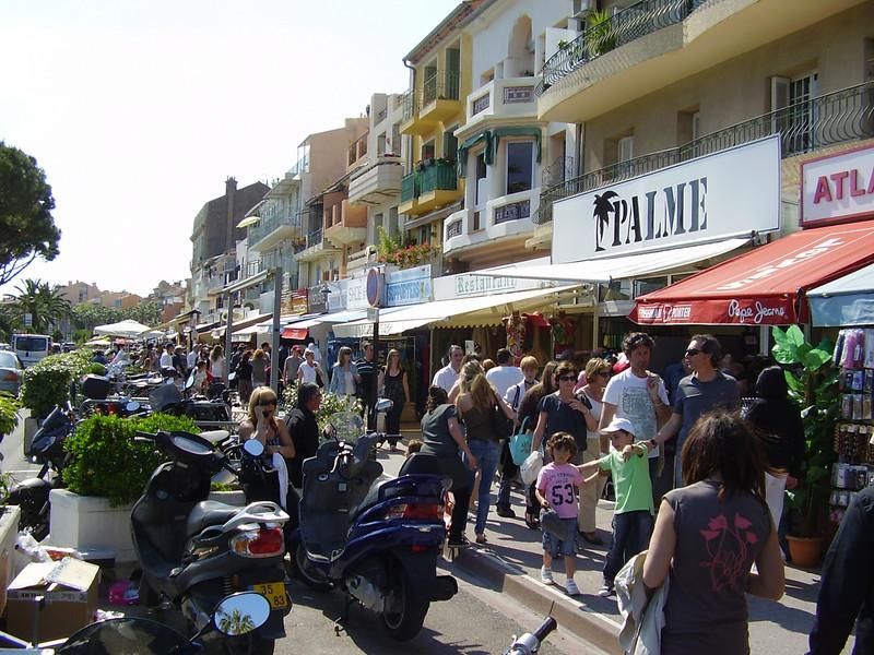Shopping in Bandol.