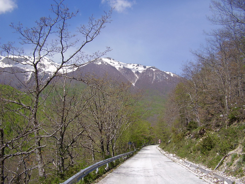The drive toward the Meta mountains and Valle Fiorita.