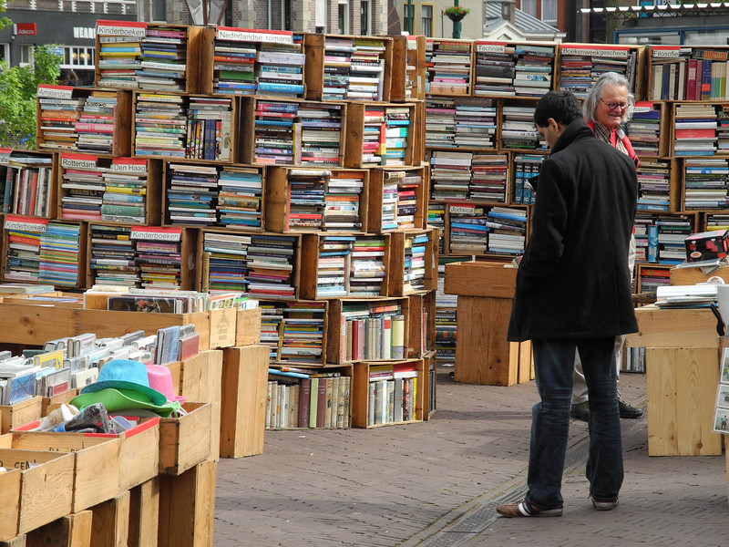 Leiden: Market book stall, packed up every day!