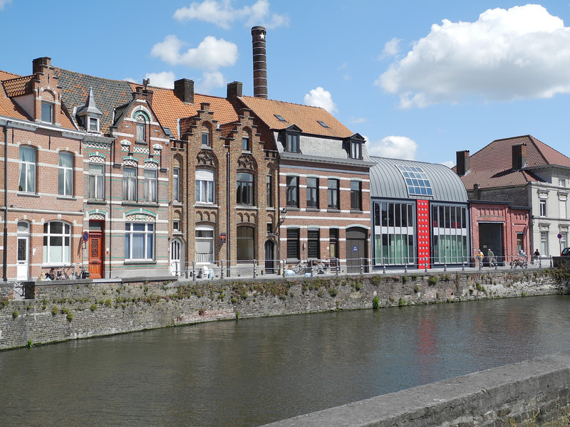 Bruges: New & old housing