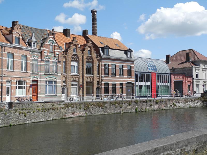 Bruges: New & old housing