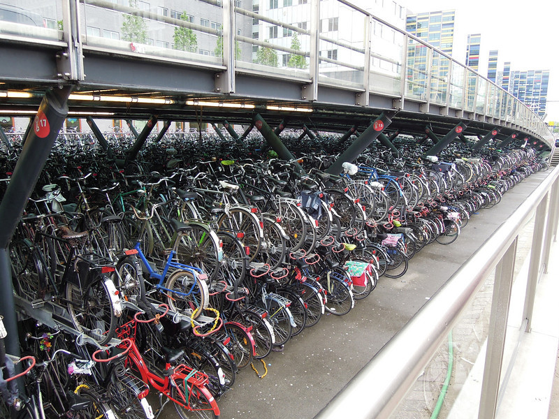 Leiden: Commuter bicycle parking @ train station