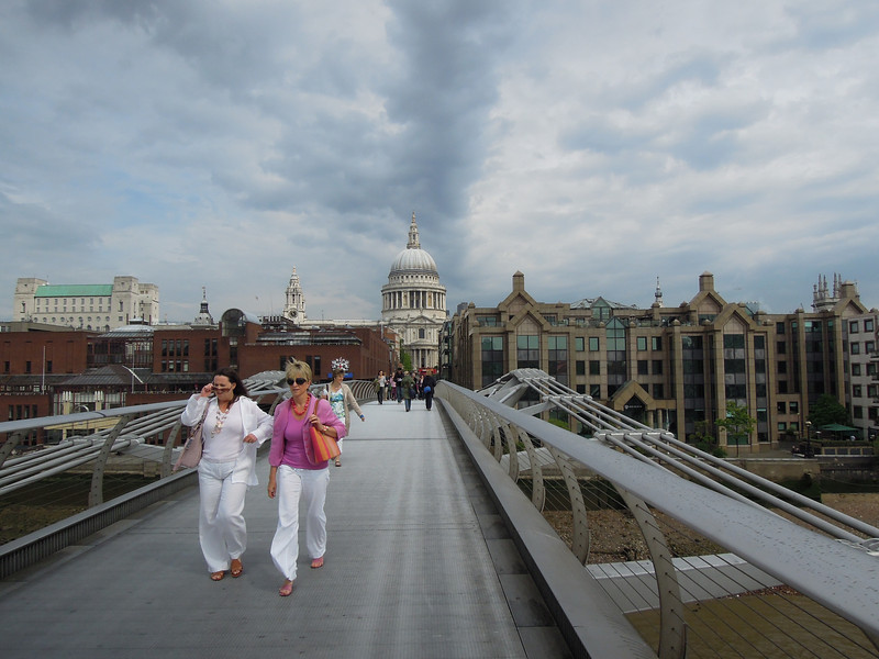 London: Bridge to Tate Modern, 2011