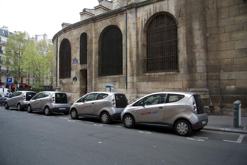 """Paris: Charging the """"Libre comme L'air"""" cars"""