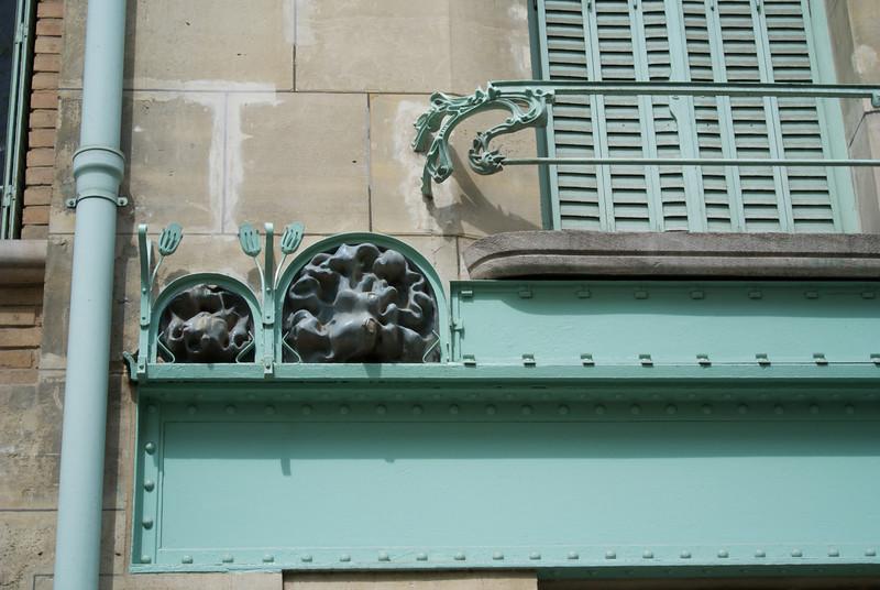 Paris. Castel Béranger detail