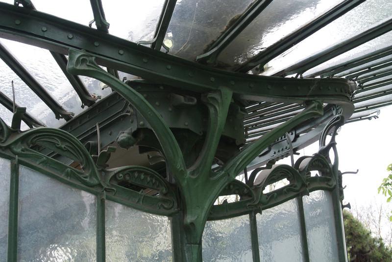 Paris: Porte Dauphine Metro detail