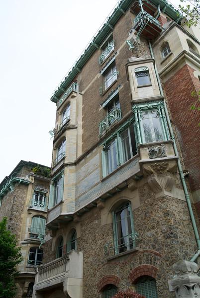 Paris. Castel Béranger side view