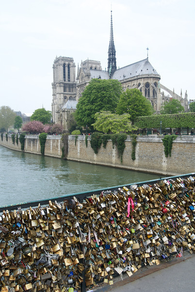 Paris: Love locks out of control!