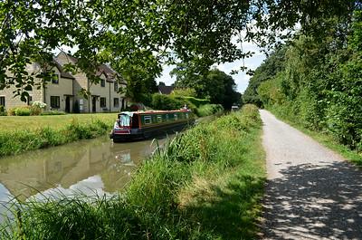 Walk along the canal between Bathampton & Bath