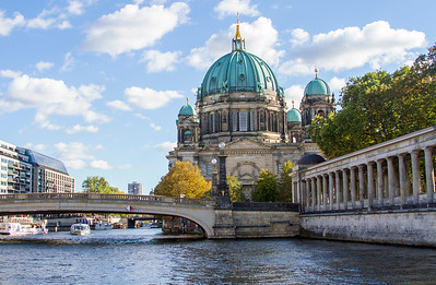 Upstream from the Berlin Cathedral