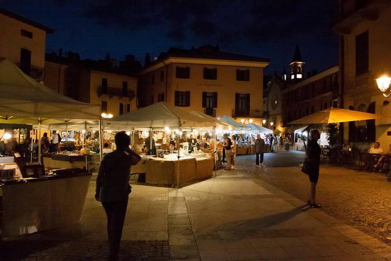 Evening market in Managgio