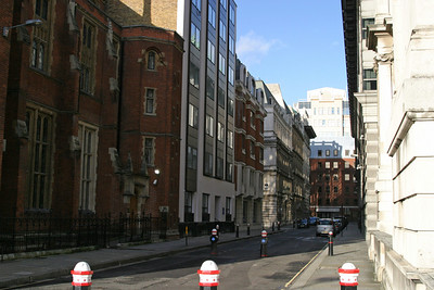 A London street in the vicinity of the Temple.