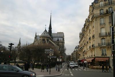 La Cathédrale de Notre Dame, from the foot of the Pont Saint-Louis