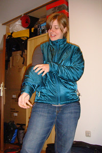 Saskia experiments with the conversion from jacket to vest.