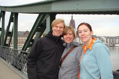 Thomas, Saskia, Sarah in the same spot.