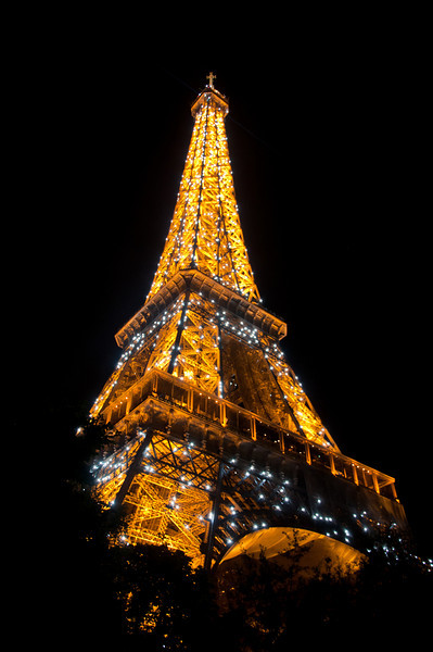 Every hour, on the hour, the Eiffel Tower flashes with giant white LEDs. We got to the Eiffel Tower and I got my tripod set up just in time for the show.