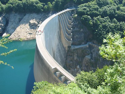 Verzasca Dam - climbed up to get a vantage of the jump