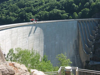 Verzasca Dam - yah, I am getting scared now