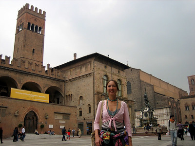 Piazza Maggiore. On the left is the Palace of Podesta