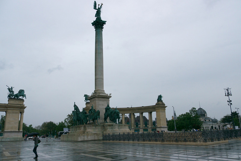 At 09:00 our city tour starts with the first stop at Heroes Square